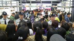 Black Friday Hà Nội: Lắp cửa song sắt, thuê bảo vệ vì quá tải khách
