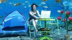 Giới trẻ Indonesia với thú vui chụp ảnh sống ảo dưới nước