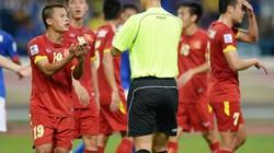 """""""Hung thần"""" người Trung Quốc cầm còi trận Việt Nam vs Campuchia"""