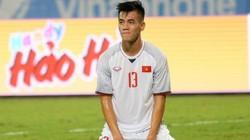 CLIP: Tiến Linh đánh đầu hiểm hóc, phá lưới Campuchia