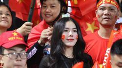 """Ngắm dàn hotgirl """"thắp lửa"""" sân Hàng Đẫy, cổ vũ ĐT Việt Nam"""