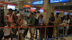 Định tấn công nhân viên hàng không, hành khách bị khống chế