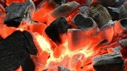 Sưởi ấm bằng than, 4 người trong gia đình gặp nạn