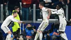 CLIP: Ronaldo và Mandzukic phối hợp ghi bàn đẹp mắt, Juventus đả bại Valencia