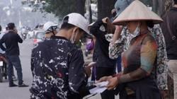 """""""Dân phe"""" mua lại vé trận Việt Nam - Philippines với giá cao gấp 8 lần, bán ra cao gấp 14 lần"""