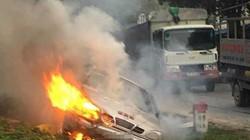 Ô tô mất lái lao xuống rãnh bốc cháy dữ dội