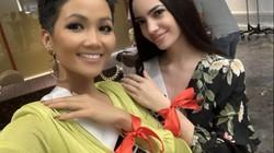 Bí mật dải băng đỏ thường xuyên xuất hiện cùng Hoa hậu H'Hen Niê