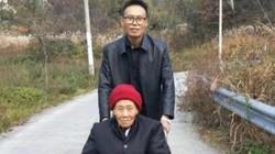 Mẹ say xe, 4 con trai đẩy mẹ qua 25km đường núi về chăm sóc