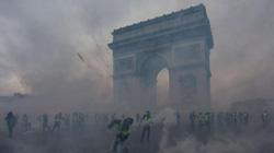 """Nóng: Paris chìm trong biển lửa vì bạo loạn """"Áo vest Vàng"""""""