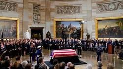 """Linh cữu cựu Tổng thống Bush """"cha"""" được đặt tại tòa nhà quốc hội Mỹ"""