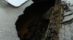 Mặt đường bỗng sụp thành hố lớn ở TP.Vinh
