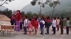 Xúc động các em bé người Mông hát Quốc ca cổ vũ tuyển Việt Nam