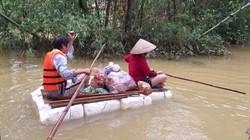 Bi hài với cảnh chế bè chuối, bè phao của dân Quảng Nam để chạy lũ