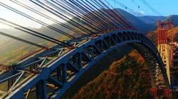 Cận cảnh ghép nối cầu vòm đường sắt khổng lồ có nhịp dài nhất thế giới