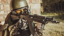 Đặc nhiệm Nga tập trận tiêu diệt khủng bố cố thủ trong nhà