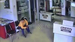 Thái Lan: Rắn vào đồn cảnh sát tìm người cắn và diễn biến ngộp thở