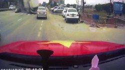 Video xe bồn mất lái uy hiếp tính mạng hai mẹ con ở VN lên báo Anh