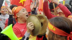 AFF Cup: CĐV đang biến quảng trường trước sân Mỹ Đình thành lễ hội