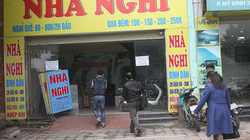 """Chung kết Việt Nam – Malaysia: Nhà nghỉ """"cháy phòng"""", sôi động dịch vụ ăn theo"""