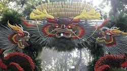 Ấn tượng với đôi rồng khổng lồ bằng hoa quả giữa lòng Hà Nội