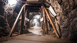 """Vào hầm mỏ """"mây mưa"""", bốn người Mỹ nhận bài học nhớ đời"""