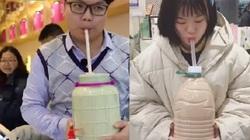 Sốc với trào lưu uống trà sữa bằng can