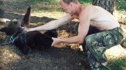 Gấu nuôi từ bé sổng chuồng, thợ săn Nga chịu kết cục bi thảm