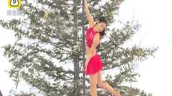 Thiếu nữ xinh đẹp đua nhau múa cột giữa trời -30 độ