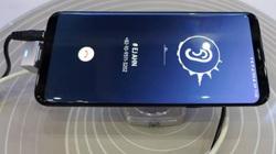 """Samsung sắp trình diễn công nghệ """"tận diệt"""" viền và notch, iPhone XS Max đợi đấy!"""