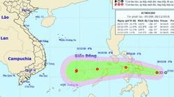 Áp thấp nhiệt đới giật cấp 9 hướng vào Biển Đông, khả năng mạnh lên thành bão