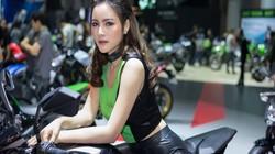 Ngắm chân dài xuân sắc hừng hực tạo dáng bên siêu xe Kawasaki