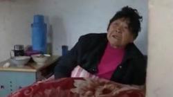 Mẹ già 86 tuổi bị con trai cho ngủ ở chuồng lợn bỏ hoang