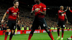 Không Mourinho, Pogba liên tiếp phá kỷ lục ghi bàn