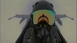 Khoảnh khắc phi công tiêm kích Kuwait bị sét đánh vào đầu giữa trời
