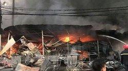 Hàng trăm kiốt ở Thanh Hoá chìm trong biển lửa