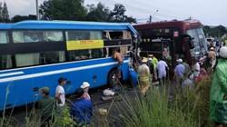 Hai xe khách va chạm kinh hoàng, 7 người nhập viện cấp cứu