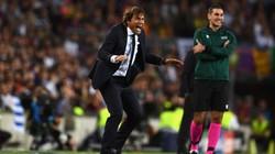 Vì sao HLV Conte cay đắng công kích trọng tài sau trận thua Barcelona?