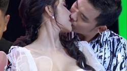 Hoa khôi Lương Lê nói gì về nụ hôn trên gameshow gây tranh cãi?