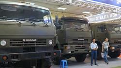 Hình ảnh bộ ba xe tải quân sự ở Hà Nội có thể kéo xe tăng, tên lửa
