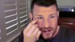 Rùng mình cựu vô địch UFC tự móc mắt ngay trong lúc phỏng vấn