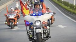 """Clip: Hơn 300 mô tô tiền tỷ """"náo loạn"""" đường phố Hà Nội"""