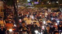 Kẹt xe khủng khiếp tối đầu tuần, người Sài Gòn bơ phờ trở về nhà