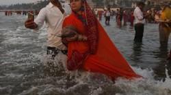 Chụp ảnh selfie dưới sông, 4 thành viên gia đình Ấn Độ chết thảm