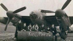 """Ảnh """"hiếm có khó tìm"""" về phi đội cuối cùng ném bom Đức Quốc xã"""