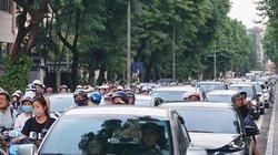 Tắc nghẽn hàng cây số trên đường Kim Mã đoạn rào chắn một chiều
