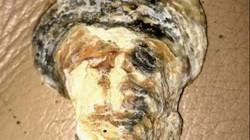 Sốc khi nhặt được vỏ sò hình gương mặt trùm khủng bố bin Laden