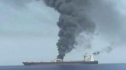 Tàu chở dầu Iran trúng 2 tên lửa gần Ả rập Saudi, phát nổ và bốc cháy