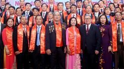 Hình ảnh lễ tôn vinh và trao danh hiệu 63 nông dân VN xuất sắc