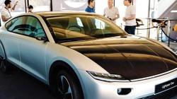 Xe hơi điện sạc bằng năng lượng mặt trời: Cuộc đua chưa có hồi kết