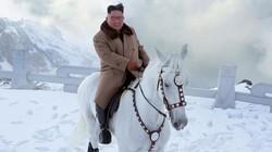 Ảnh ông Kim Jong Un cưỡi bạch mã dạo núi Bạch Đầu đầy tuyết trắng đẹp như phim